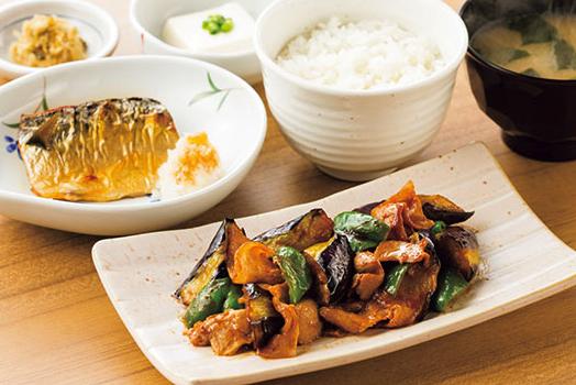 やよい軒のなす味噌と焼魚の定食